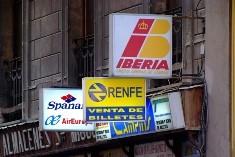 Distintos carteles de agencias